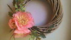 Idée DIY  pour une couronne de Noël en fleurs en papier. By Atelier Fleurs de Céléno. Christmas Wreath with handmade paper flower