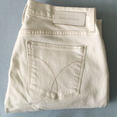 "Calvin Klein Ultimate skinny jeans Super cute white skinny jeans. The stitching has a slight taupe color to it which makes them different than your average whites. Cotton/tencel with a bit of elastane. Inseam 32"".  Excellent used condition. It looks like they haven't even been worn. Calvin Klein Jeans Skinny"