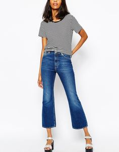 The kick flare trouser is what you'll see on each and every fashionista  next season. Some bloggers already tried it. Here are 6 ways to style the  cropped flared trend: