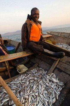 Fisherman in Zambia African Culture, African Art, All About Africa, Lake Tanganyika, Zimbabwe, Republic Of The Congo, Fishing Boats, Black Art, Tanzania