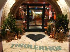 Weihnachtsdekoration Eingangsbereich Hotel Tirolerhof Oversized Mirror, Furniture, Home Decor, Door Entry, Christmas Decor, Vacation, House, Homemade Home Decor, Home Furnishings