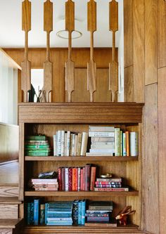 Feeling Bookish - Inside The Brady Bunch Chic Home Of Claire Thomas - Photos