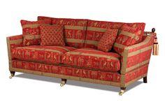 Ein klassisches englisches Landhaus Sofa aus dem berühmten Knole House, das mit seinem alt-ägyptischen Designer-Stoffbezug an das British Empire erinnert.