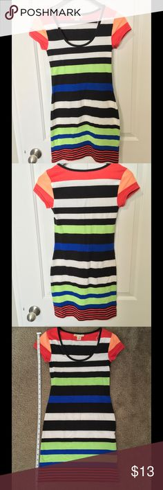✨Like New✨ Multi Colored Derek Heart Dress 💕Perfect Condition💕 Stretch material. Dress could be worn alone or with leggings as a long shirt. Approx 30in in length. Size S Derek Heart Dresses