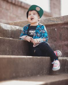 Kids distressed jeans are so fun ( even for girls) , so fit your girl with this awesome girls clothing Baby Boy Fashion, Toddler Fashion, Toddler Outfits, Kids Outfits, Trendy Kids, Stylish Kids, Trendy Baby Clothes, Spring Clothes, Stylish Clothes
