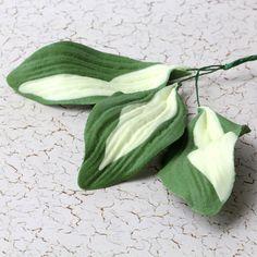 Hosta gumpaste sugarflower leaves cake decorations perfect for pairing with gumpaste roses & sugarflowers. | CaljavaOnline.com #caljava #gumpaste #sugarflower