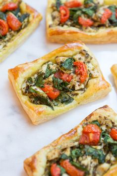 Chicken And Pesto Puff Pastry Tarts The ultimate date night dish! Whip up these individual chicken and pesto puff pastry tarts. Not only are they delicious but they will impress your date! Puff Pastry Recipes Savory, Savory Tart, Puffed Pastry Appetizers, Savoury Puff Pastry Recipes, Recipes Using Puff Pastry, Easy Puff Pastry Recipe, Individual Appetizers, Pastries Recipes, Puff Pastry Chicken