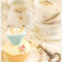 Alice in Wonderland Chic Party Ideas - ideas on DIY decorations, desserts and tea party treats for a birthday, wedding or shower celebration!