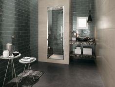 hochmoderne Badezimmer Fliesen eingebaute Dusche mit Glastür