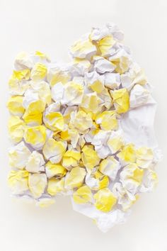 Make a DIY popcorn costume for Halloween this year with just paper, paint and glue! Food Halloween Costumes, Food Costumes, Candy Costumes, Diy Halloween Costumes, Diy Halloween Decorations, Halloween 2017, Circus Food, Carnival Food, Work Appropriate Costumes