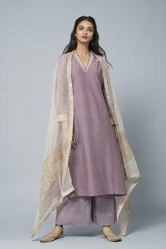 Seerat Aniqa Cotton Silk Kurta Seerat Aniqa kurta in cotton silk with antique gold embroidery. Silk Kurti Designs, Kurti Designs Party Wear, Indian Attire, Indian Ethnic Wear, Pakistani Outfits, Indian Outfits, Pakistani Kurta, Indian Designer Suits, Indian Designer Clothes