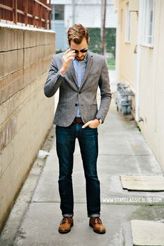 Must-have casual look blazer for men Business Casual Attire For Men, Casual Shirts For Men, Men Casual, Smart Casual, Business Formal, Casual Fall, Stylish Men, Male Clothes, Grey Tweed Blazer