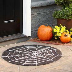 idée-décoration-d'Halloween-jardin-toiles-araigneés
