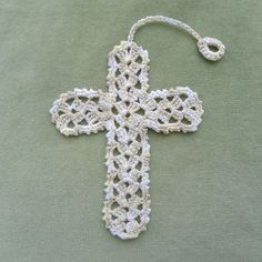 Crochet Cross Pattern made one of these for a confirmand. Filet Crochet, Marque-pages Au Crochet, Crochet Angels, Crochet Cross, Thread Crochet, Crochet Gifts, Crochet Stitches, Crochet Bookmark Pattern, Crochet Bookmarks