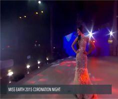 Miss Venezuela, Andrea Rosales la Noche Final del Miss Earth 2015, quien se ubico en el top 8.