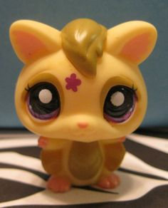 Littlest Pet Shop Yellow Sugar Glider Bat w/ Purple Eyes #Hasbro