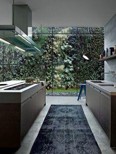 Modern kitchen looking out into a gorgeous vertical garden. Varenna by Poliform|Varenna MYLIFE