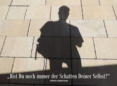 Versteckst Du Dich noch immer? Trete aus dem Schatten und zeige der Welt, was in Dir steckt! Titel: Trete aus dem Schatten Text und geistiges Eigentum: Finley Jayden Dao Bild: Pixabay / Finley Jayden Dao web: www.finleyjaydendao (at) com #finleyjaydendao #selbstfindung #motivation #zitate #zitat #weisheiten #sonne #schatten