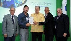 Los Liceystas Diory Alcántara Maya y Asencio reciben trofeos BHD-León