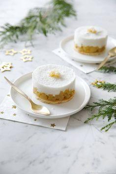 Entremets ananas-coco - Cette recette d'entremets ananas-coco est un dessert frais et de saison... Parfait pour terminer votre repas en beauté, et épater vos invités !