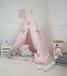 Schöne Spitze Eingang macht Tipi noch magischer. Zelt wird Ihr Kind viele tolle Erinnerungen und stundenlangen Spaß geben. Einfach Tipi eingerichtet und beobachten Sie Ihr Mädchen spielen. Der Kauf dieses Angebot ist für: -Tipi mit Stöcken -Bodenmatte (Option wählen) -Tipi-Tasche mit