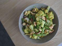Een gezonde kip kerrie die makkelijk te maken is en boordevol groenten zit. Daar houden wij wel van!