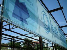 Lona publicitaria microperforada de medidas 18 x 3,10 mts. instalada en Tarragona.
