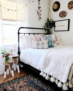 Teenage girl bedroom ideas, teenagers spend a lot of time in their bedroom. For sleeping, playing, studying, and doing their hobbies. A bedroom should follow the owner's unique personalities. Find…More #Bedrooms #play room ideas for girls Dream Rooms, Dream Bedroom, Master Bedroom, Dorm Rugs, Teenage Girl Bedrooms, Bedroom Girls, Kid Bedrooms, Vintage Teen Bedrooms, Teen Bedroom Layout