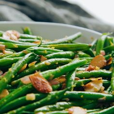 Green Beans Almondine - this classic French recipe of green beans with almonds has been elevated with sautéed shallots and garlic. Lemon zest, and lemon juice add brightness to each bite. This elegant Green Beans With Almonds, Sauteed Green Beans, Thai Green Beans, Lemon Garlic Green Beans, Green Beans With Shallots, French Green Beans, Frozen Green Beans, Fresh Garlic, Side Dish Recipes