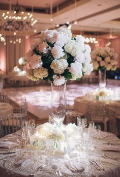 Wedding Reception Centerpiece Inspiration - Photo: Eli Turner Studios