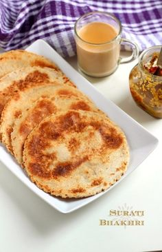 surati bhakhri recipe - step by step recipe of surti bhakri with pictures. how to make surati bhakri. Jain Recipes, Gujarati Recipes, Indian Food Recipes, Gourmet Recipes, Cooking Recipes, Gujarati Sabji Recipe, Indian Flat Bread, Indian Breads, Gujarati Cuisine