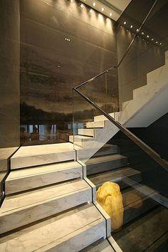 detalhe na base da escada