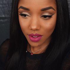 Make básica? Que nada! Depois de conhecer a youtuber gringa @ellarie, você vai entender porque cores vibrantes e ousadia são palavras de ordem, quando o assunto é maquiagem para...