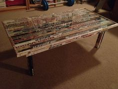 Coffee table made out of broken hockey sticks. Brilliant! Hockey Stick Crafts, Hockey Sticks, John Tavares, Hockey Room, Ultimate Man Cave, Pittsburgh Penguins Hockey, Outdoor Art, Decoration, Making Out