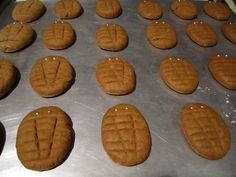 Gingerbread trilobite cookies by Neo-Victorian blogger Antonia Pugliese. Inspired by the steampunk webcomic Girl Genius. http://experimentsinelegance.blogspot.com/2011/01/gingerbread-trilobites.html