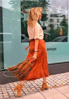Falda midi y zapatos tacón - @lovelivefashion_69