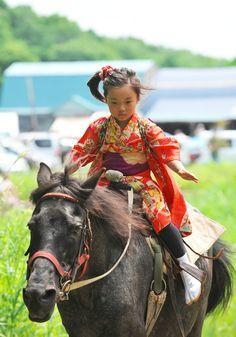 美しすぎる日本の伝統儀式「流鏑馬 (やぶさめ)」陰陽道で宇宙と呼応する画像 26選 もっと見る