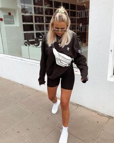Sarah ashcroft on boys jumpers are so much better than girls even if i do have to keep stealing them back from joeellyatt p i n t e r e s t kristaoezer Chill Outfits, Cute Casual Outfits, Mode Outfits, Spring Outfits, Sporty Summer Outfits, Comfy Fall Outfits, Sneakers Fashion Outfits, Basic Outfits, Looks Kim Kardashian