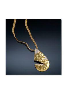 Contemporary yet classy pendant!