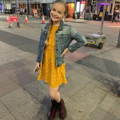 I'm Pressley and I'm thirteen years old. I am on the show dance 💃 moms. Dance Moms Dancers, Dance Moms Girls, Maddie And Mackenzie, Mackenzie Ziegler, Dance Moms Season 8, Lilliana Ketchman, Art Photography Women, Show Dance, Young Celebrities