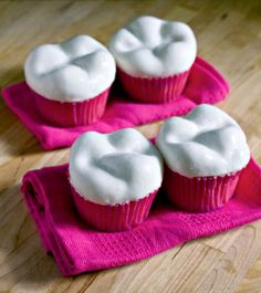 tooth cupcakes! Dental students eat your heart out---literally!!! look at that beautiful oblique ridge!!