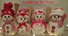 leuke sneeuwpopjes gemaakt van sokken , deze gevuld met rijt erg leuk om te maken..... so cute
