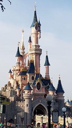 Exterior hotel buildings paris france Ideas for 2019 Beautiful Castles, Beautiful Buildings, Beautiful Places, Disneyland Paris Castle, Disneyland Nails, Eurodisney Paris, Places To Travel, Places To Visit, Fantasy Castle