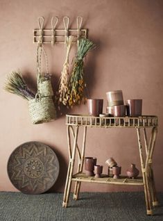 Let your plants take centre stage with these simple palm leaf natural hanging baskets for your pot plants. Made from natural grass these soft hanging House Doctor, Hallway Shelving, Wall Shelves, Hallway Wall Colors, Palette Deco, Bamboo Shelf, Décor Boho, Aesthetic Rooms, Brown Walls