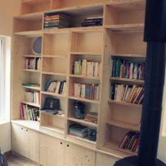 Qui a dit que le livre ne pouvait pas prendre le pas sur la télévision ?  Et bien en tout cas, si on l'aide un peu, c'est possible. Voici donc une bibliothèque de 2m50 x 3m qui a l'apparence un petit...