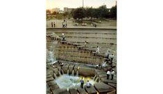 Dans les années 1970, aux États-Unis, les villes se sont soudain enrichies de fontaines architecturées multipliant ?les plaisirs des sens.?Rafraîchissant.
