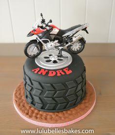 Wheel cake with motorbike topper Motorcycle Birthday Cakes, Dirt Bike Birthday, Motorcycle Cake, Bolo Motocross, Motor Cake, Dirt Bike Cakes, Bolo Original, Bolo Paris, Cake Design For Men