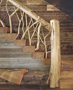 escalera de madera y troncos