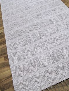 Loom Weaving, Woven Rug, Rag Rugs, Knitted Hats, Diy And Crafts, Carpet, Weave, Aesthetics, Design
