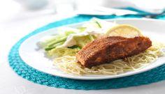 Stekt laks er raskt og enkel å lage, med pasta og salat blir middagen komplett. #fisk #oppskrift